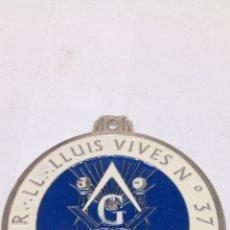 Trofeos y medallas: COLGANTES CONMEMORATIVA ESMALTADO LLUIS VIVES. Lote 195277558