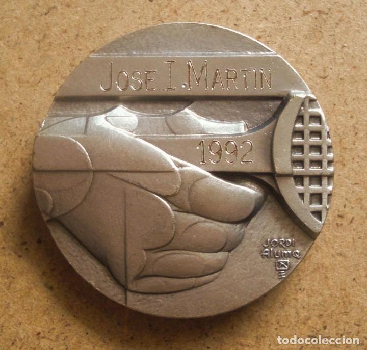 Trofeos y medallas: Jordi Aluma medalla de bronce plateado Club Tenis Barcino Barcelona 1992 - Foto 2 - 219477778