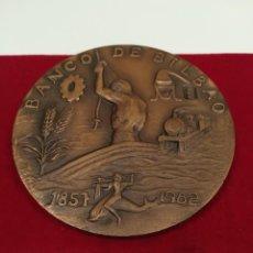 Trofeos y medallas: MEDALLÓN CONMEMORATIVO BRONCE 125 ANIVERSARIO BANCO DE BILBAO. Lote 196946006
