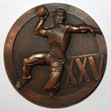 Trofeos y medallas: MEDALLA DEL 25 ANIVERSARIO DE LA REAL FEDERACIÓN ESPAÑOLA DE BALONMANO. REALIZAD EN BRONCE. Lote 197645070