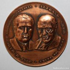 Trofeos y medallas: MEDALLA EN BRONCE DEL 25 ANIVERSARIO FUNDACIÓN ESCUELA DE COMERCIO SABADELL. FIRMADO PUJOL. Lote 197648667
