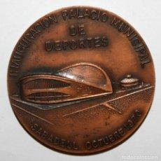 Trofeos y medallas: MEDALLA CONMEMORATIVA DE LA INAUGURACIÓN DEL PALACIO DE DEPORTES DE SABADELL (OCTUBRE 1970). Lote 198083192