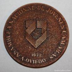 Trofeos y medallas: MEDALLA CONMEMORATIVA DE LA ASAMBLEA NACIONAL DE JÓVENES CÁMARAS. OVIEDO (AÑO 1973). Lote 198084425