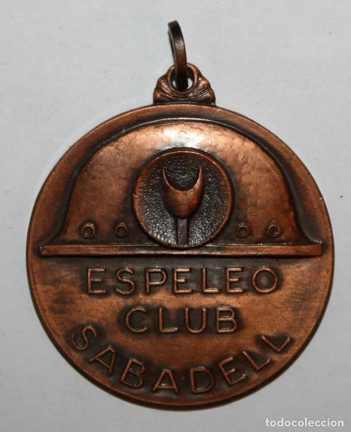 MEDALLA EN COBRE DEL ESPELEO CLUB SABADELL. ESPELEOLOGIA. UNIÓ EXCURSIONOSTA SABADELL (UES) (Numismática - Medallería - Trofeos y Conmemorativas)
