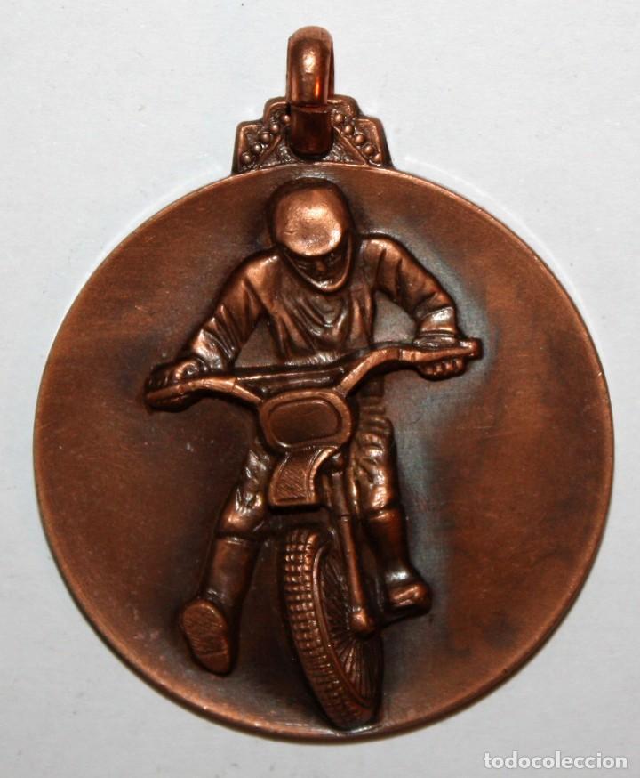 MEDALLA EN COBRE ESCUDERIA DEL VALLES. SABADELL. I SUBIDA EN CUESTA T.T. POU DE GLAÇ (OCTUBRE 1973) (Numismática - Medallería - Trofeos y Conmemorativas)