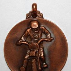 Trofeos y medallas: MEDALLA EN COBRE ESCUDERIA DEL VALLES. SABADELL. I SUBIDA EN CUESTA T.T. POU DE GLAÇ (OCTUBRE 1973). Lote 198114835