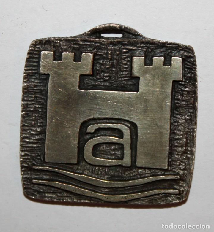 MEDALLA CONMEMORATIVA REALIZADA EN METAL. ARRAHONA. SABADELL. PRAT DE LLOBREGAT (Numismática - Medallería - Trofeos y Conmemorativas)