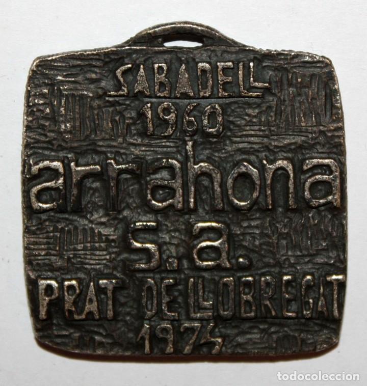 Trofeos y medallas: MEDALLA CONMEMORATIVA REALIZADA EN METAL. ARRAHONA. SABADELL. PRAT DE LLOBREGAT - Foto 2 - 198116583