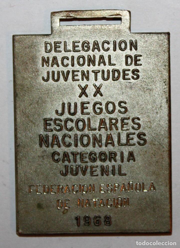 Trofeos y medallas: MEDALLA CONMEMORATIVA DE XX JUEGOS ESCOLARES NACIONALES. FED. ESP. NATACIÓN. AÑO OLIMPICO (1968) - Foto 2 - 198117035