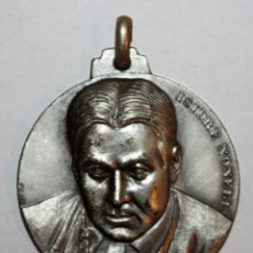 Trofeos y medallas: MEDALLA CONMEMORATIVA CONCURSO INTERNACIONAL DE PINTURA SITGES (1973). ISIDRE NONELL. FIRMADO PUJOL. Lote 198711531