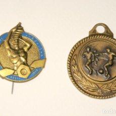 Trofeos y medallas: LOTE DE DOS MEDALLAS (1 DE FUTBOL Y LA OTRA DE FERIA DE MUESTRAS DE BARCELONA 1958). Lote 199284303