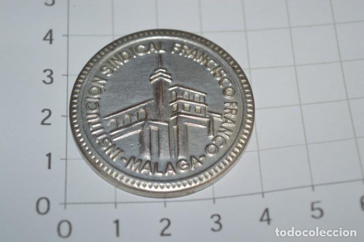 MONEDA - XXV AÑOS FORMACIÓN PROFESIONAL 1948/1973 - INSTITUCIÓN SINDICAL FRANCISCO FRANCO MÁLAGA (Numismática - Medallería - Trofeos y Conmemorativas)