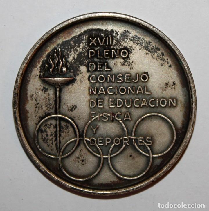 MEDALLA CONMEMORATIVA XVII PLENO DEL CONSEJO NACIONAL DE EDUCACION FISICA. FIRMADO A. SERRAHIMA (Numismática - Medallería - Trofeos y Conmemorativas)