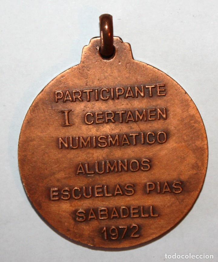 Trofeos y medallas: MEDALLA CONMEMORATIVA I CERTAMEN NUMISMATICO ALUMNOS ESCUELAS PIAS. SABADELL (1972). BRONCE - Foto 2 - 200556978