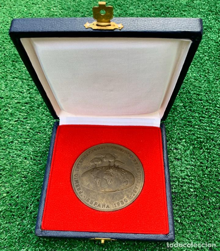 RARA MEDALLA ORIGINAL PREMIO PRINCIPE DE ASTURIAS 1980 AÑO DE SU FUNDACION EN SU CAJA (Numismática - Medallería - Trofeos y Conmemorativas)