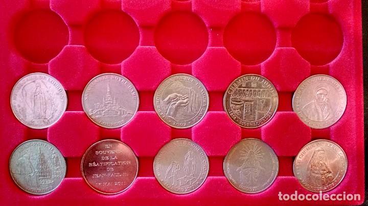 LOTE DE 10 MEDALLAS - NOTRE DAME DE LOURDES (Numismática - Medallería - Trofeos y Conmemorativas)