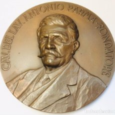 Trofeos y medallas: MEDALLA ITALIANA DE BRONCE CAV.DEL LAV. ANTONIO PARMA 1870 - 1970.. Lote 204465827