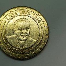 Trofeos y medallas: MONEDA/MEDALLA CONMEMORATIVA REAL MADRID.BAÑADA ORO. LIGA 1953-1954 DI STEFANO. Lote 204989655