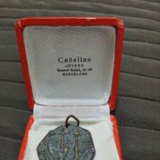 Trofeos y medallas: MEDALLA VÍCTOR BRONCE AÑOS 60. COLEGIO MAYOR VIRGEN INMACULADA. Lote 206508881