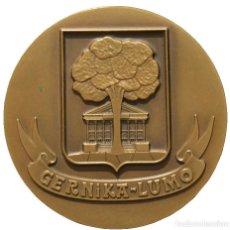 Trofeos y medallas: GRAN MEDALLA EN BRONCE CONMEMORATIVA GERNIKA EUZKADI PAIS VASCO. Lote 207291552