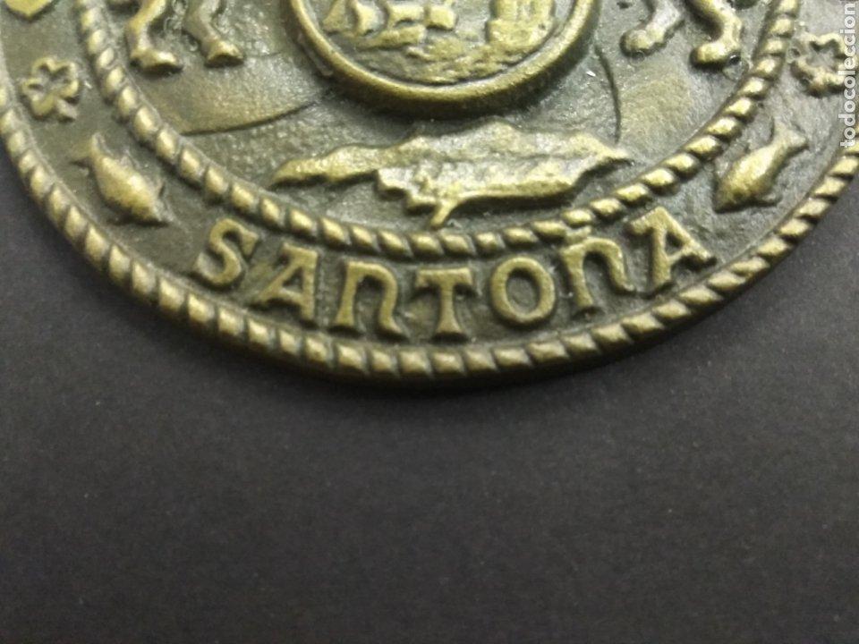 Trofeos y medallas: ANTIGUO MEDALLON EXCELENTÍSIMO AYUNTAMIENTO DE SANTOÑA BRONCE 12 cm Escudo Cantabria Mar - Foto 5 - 209661205