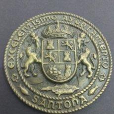 Trofeos y medallas: ANTIGUO MEDALLON EXCELENTÍSIMO AYUNTAMIENTO DE SANTOÑA BRONCE 12 CM ESCUDO CANTABRIA MAR. Lote 209661205