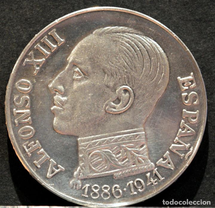 Trofeos y medallas: MEDALLA DE PLATA LEY CONTRASTADA ALFONSO XIII TRASLADO DE LOS RESTOS 1980 ESPAÑA - Foto 2 - 210241893