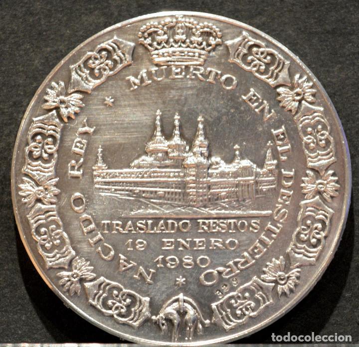 Trofeos y medallas: MEDALLA DE PLATA LEY CONTRASTADA ALFONSO XIII TRASLADO DE LOS RESTOS 1980 ESPAÑA - Foto 3 - 210241893