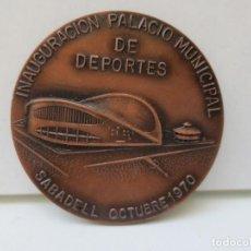 Trofeos y medallas: MEDALLA CONMEMORATIVA - INAUGURACIÓN PALACIO MUNICIPAL DE DEPORTES SABADELL - OCTUBRE 1970.. Lote 211685686