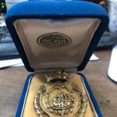 Trofeos y medallas: ANTIGUA MEDALLA DE PLATA BAÑO ORO CORONA DUCAL DE ALCALDE O CONCEJAL DE CADIZ - MEDIDA 6 CM. Lote 211850808