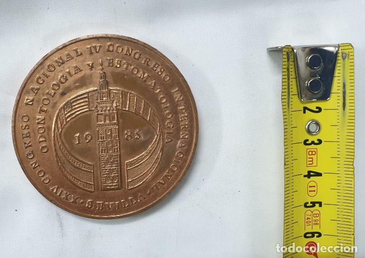 MEDALLA CONMEMORATIVA CONGRESO ODONTOLOGIA SEVILLA 1985 (Numismática - Medallería - Trofeos y Conmemorativas)