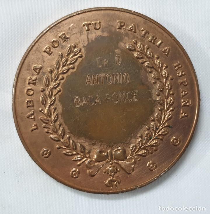 Trofeos y medallas: MEDALLA CONMEMORATIVA CONGRESO ODONTOLOGIA SEVILLA 1985 - Foto 2 - 212966553