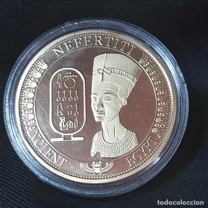 Trofeos y medallas: MONEDA CONMEMORATIVA NEFERTITI REINA DEL ANTIGUO EGIPTO. - Foto 3 - 213703837