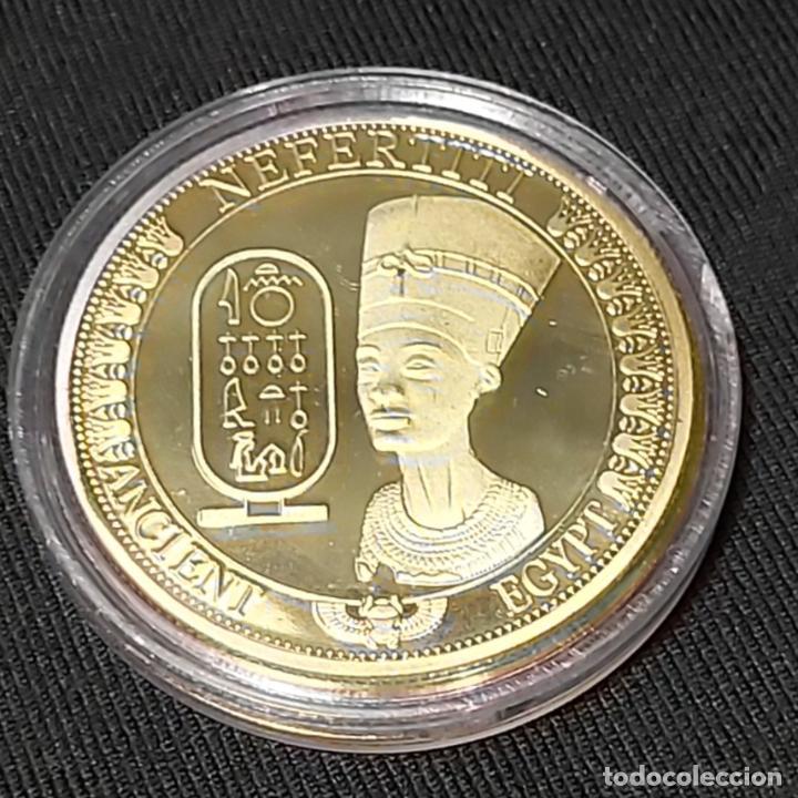 MONEDA CONMEMORATIVA NEFERTITI REINA DEL ANTIGUO EGIPTO. (Numismática - Medallería - Trofeos y Conmemorativas)