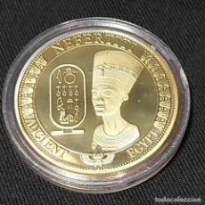 Trofeos y medallas: MONEDA CONMEMORATIVA NEFERTITI REINA DEL ANTIGUO EGIPTO.. Lote 213703837