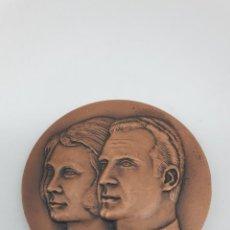 Trofeos y medallas: MEDALLA PRIMERA VISITA DE LOS REYES DE ESPAÑA A CATALUNYA, 1976 ( SIN ESTUCHE ). Lote 213770841