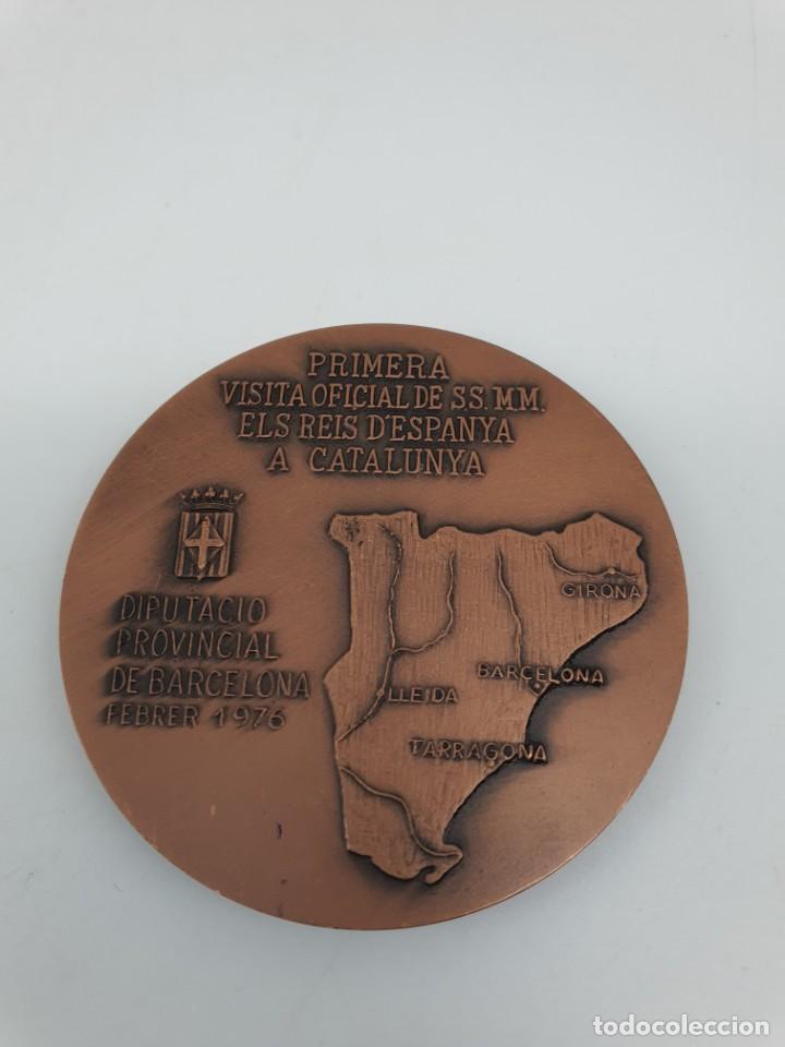 Trofeos y medallas: MEDALLA PRIMERA VISITA DE LOS REYES DE ESPAÑA A CATALUNYA, 1976 ( SIN ESTUCHE ) - Foto 2 - 213770841