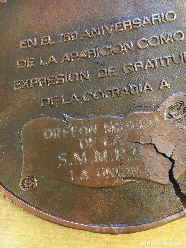Trofeos y medallas: MEDALLÓN METAL BRONCE DE COFRADIA DE LA CRUZ DE CARAVACA. - Foto 3 - 214552568