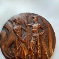 Trofeos y medallas: ANTIGUA MEDALLA DE BRONCE LXXV ANIVERSARIO ALTOS HORNOS DE VIZCAYA AÑO 1902 _1977. Lote 217878666