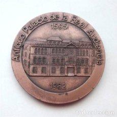 Trofeos y medallas: MEDALLÓN CAJA AHORROS SAN FERNANDO DE SEVILLA. 1930-1980. ANTIGUO PALACIO DE LA REAL AUDIENCIA. Lote 219399723