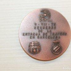 Trofeos y medallas: MEDALLA DICEN, ENTREGA TROFEOS BACELONA, FUTBOL CLUB BARCELONA, REAL CLUB DEPORTIVO ESPAÑOL, 5 CM. Lote 221555603