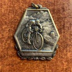 Trofeos y medallas: MEDALLA CLUB DE TENIS LES FONTS DE TERRASSA. GYMKHANA FEM 2ª SERIE1965. Lote 183679066