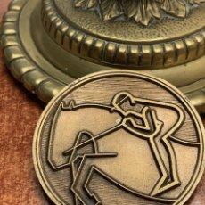 Trofeos y medallas: MEDALLA DORADA DEL HOCKEY CLUB EGARA DE TARRASA. 50 ANIVERSARIO.. Lote 183679243