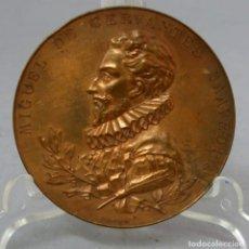 Trofeos y medallas: MEDALLA CONMEMORATIVA CERVANTES III CENTENARIO PUBLICACIÓN QUIJOTE 1905 BRONCE GRABADOS DE B MAURA. Lote 222457278