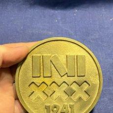 Trofeos y medallas: MEDALLA BRONCE INI 30 ANIVERSARIO 1941 1971 95MM. Lote 222631308