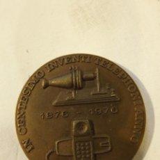 Trofeos y medallas: MEDALLA CONMEMORATIVA CENTENARIO INVENTO DEL TELÉFONO 4 CM. BRONCE AÑO 1876-1976. Lote 222703232