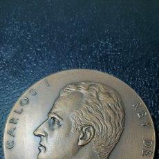 Trofeos y medallas: MEDALLA F.N.M.T. CORONACIÓN JUAN CARLOS I, 22 NOV 1975 ORIGINAL. Lote 225843792
