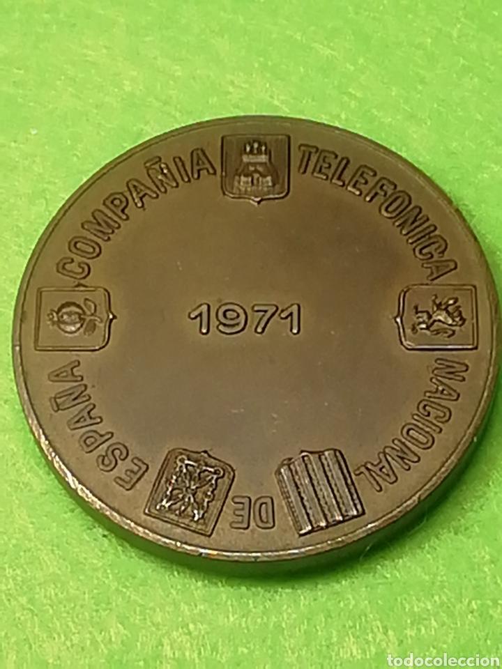 Trofeos y medallas: Medalla conmemorativa compañía telefónica nacional de España. En bronce - Foto 2 - 230240920
