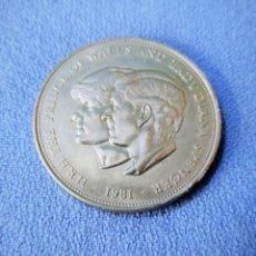 Trofeos y medallas: MONEDA MEDALLA DE PLATA DE ELIZABETH II PRINCE OF GALES LADY DIANA EN MUY BUEN ESTADO AÑO 1981. Lote 232417807