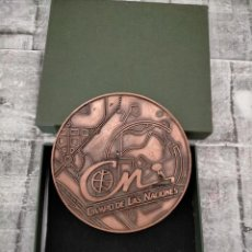 Trofeos y medallas: JUAN CARLOS PRIMERO PARQUE CAMPO DE LAS NACIONES MADRID COBRE GRAN TAMAÑO 1992DIA. Lote 233093490